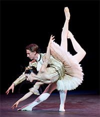 Tamara Rojo as Princess Aurora & Vadim Muntagirov as Prince Désiré (The Sleeping Beauty, English National Ballet). Photograph: Patrick Baldwin