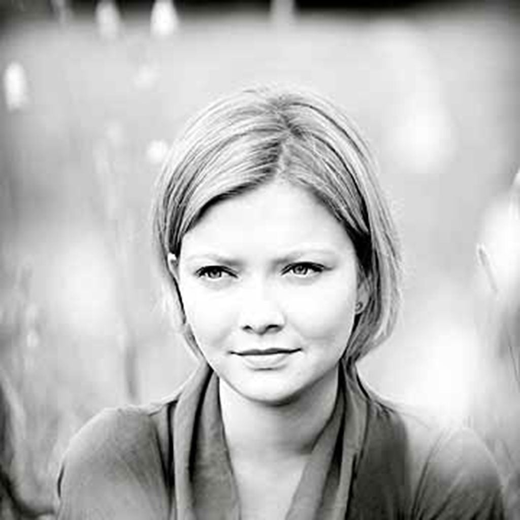 Alina Ibragimova (violin) - Hyperion Records cover session for Mendelssohn CD, Hampstead Heath London Photo - © Sussie Ahlburg
