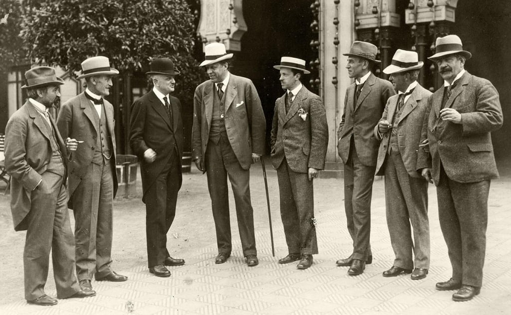 From the left: Fr. Schnedler-Petersen, Robert Kajanus, Jean Sibelius, Georg Høeberg, Erkki Melartin, Wilhelm Stenhammar, Carl Nielsen, Johan Halvorsen. Taken in connection with a concert on June 20, 1919Photograph: www.carlnielsen.org