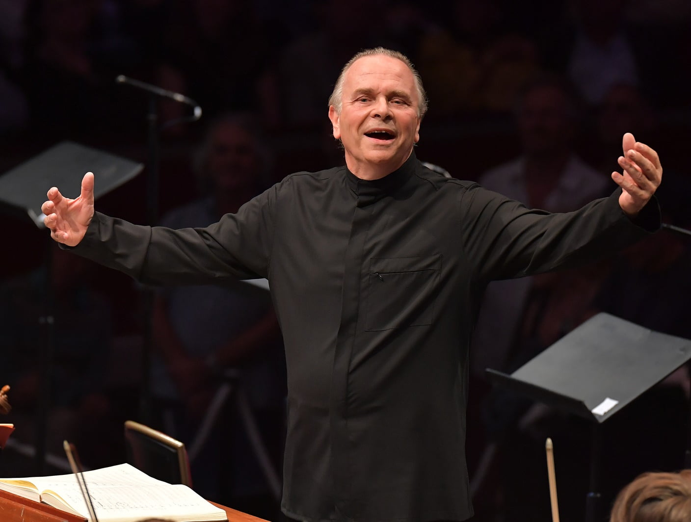 Sir Mark Elder conducts the Opera Rara Chorus and the Orchestra of the Age of Enlightenment at the BBC Proms 2016Photograph: BBC/Chris Christodoulou