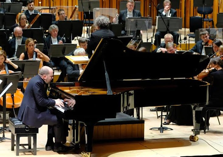 Pianist Kirill Gerstein performs Tchaikovsky's Piano Concerto No.2 in G major with the BBC Symphony Orchestra, conducted by Semyon Bychkov at the BarbicanPhotograph: BBC/Ellis O'Brien