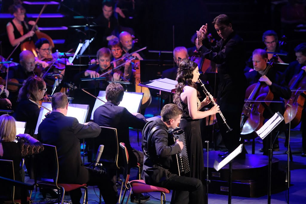 Clarinettist Annelien Van Wauwe performs The Tale of Viktor Navorski from the film The Terminal with conductor Keith Lockhart and the BBC Concert Orchestra at the 2017 BBC PromsPhotograph: Mark Allan/BBC