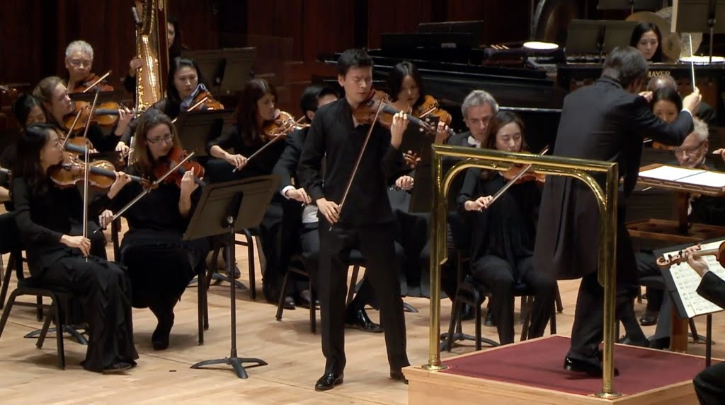 Stefan Jackiw playing Korngold's Violin Concerto with the Detroit Symphony Orchestra conducted by Juraj Valčuha in Orchestra Hal, DetroitPhotograph: twitter @DetroitSymphony