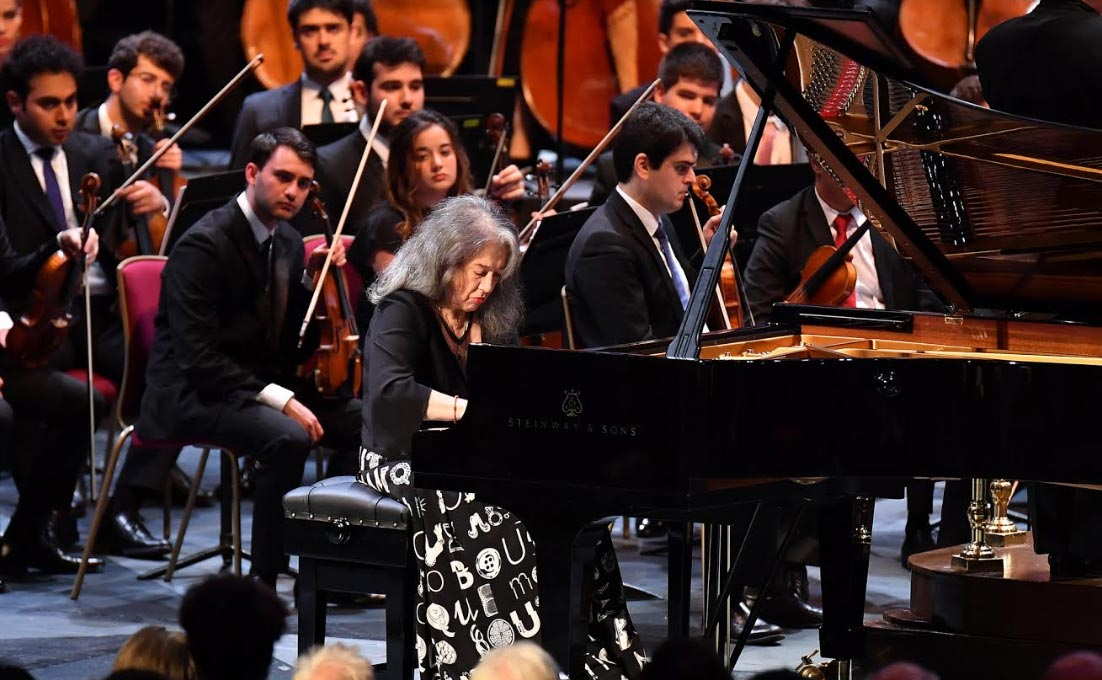 BBC Proms 2019's Prom 34Martha Argerich with West-Eastern Divan Orchestra conducted by Daniel BarenboimPhotograph: Chris Christodoulou / BBC