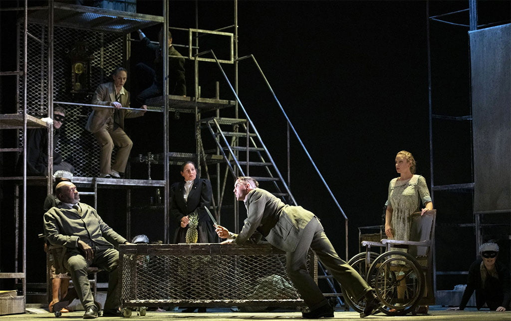 English Touring Opera – Kurt Weill's Der Silbersee / The Silver LakePhotograph: Richard Hubert Smith