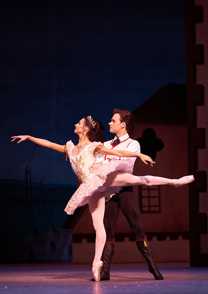 The Royal Ballet – Ninette de Valois's production of CoppéliaFrancesca Hayward as Swanilda and Alexander Campbell as Franz(c) ROH 2019Photograph: Bill Cooper