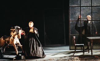 Rebecca Evans (Governess) / Timothy Robinson (Peter Quint). ©Neil Libbert