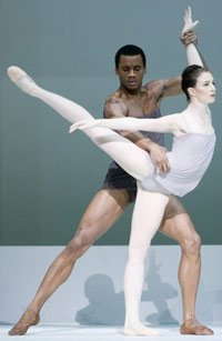 Eric Underwood  and Alina Cojocaru in 'Chroma'. ©Johan Persson