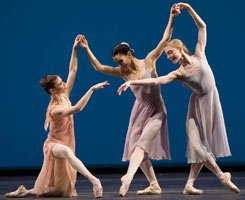 Alina Cojocaru, Tamara Rojo and Sarah Lamb in 'Dances at a Gathering'. ©Bill Cooper