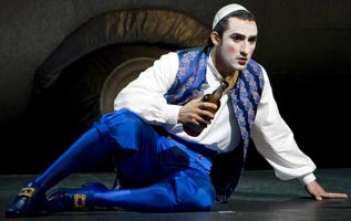 Charles Castronovo as Tom Rakewell for the ROH, 2008. ©Bill Cooper