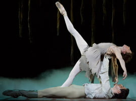 Leanne Benjamin and Federico Bonelli in 'Manon'. ©Bill Cooper