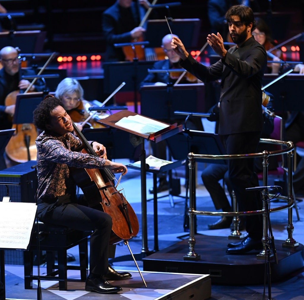 Domingo Hindoyan conducts the Royal Liverpool Philharmonic in Dvořák's Cello Concerto with Sheku Kanneh-Mason at BBC Proms 2021. Photograph: Chris Christodoulou / BBC
